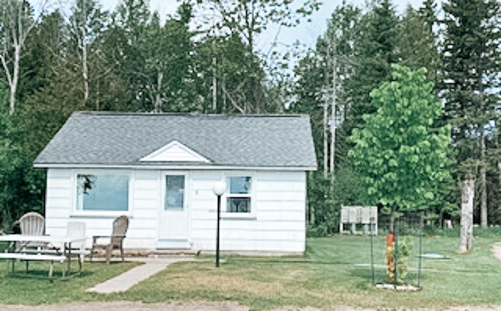 Lindberg's Cove Resort Cottage #6