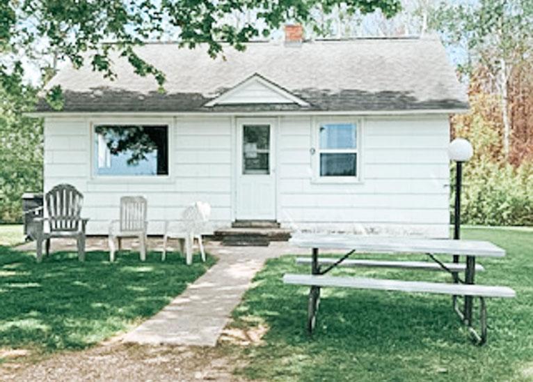 Lindberg's Cove Resort Cottage #9